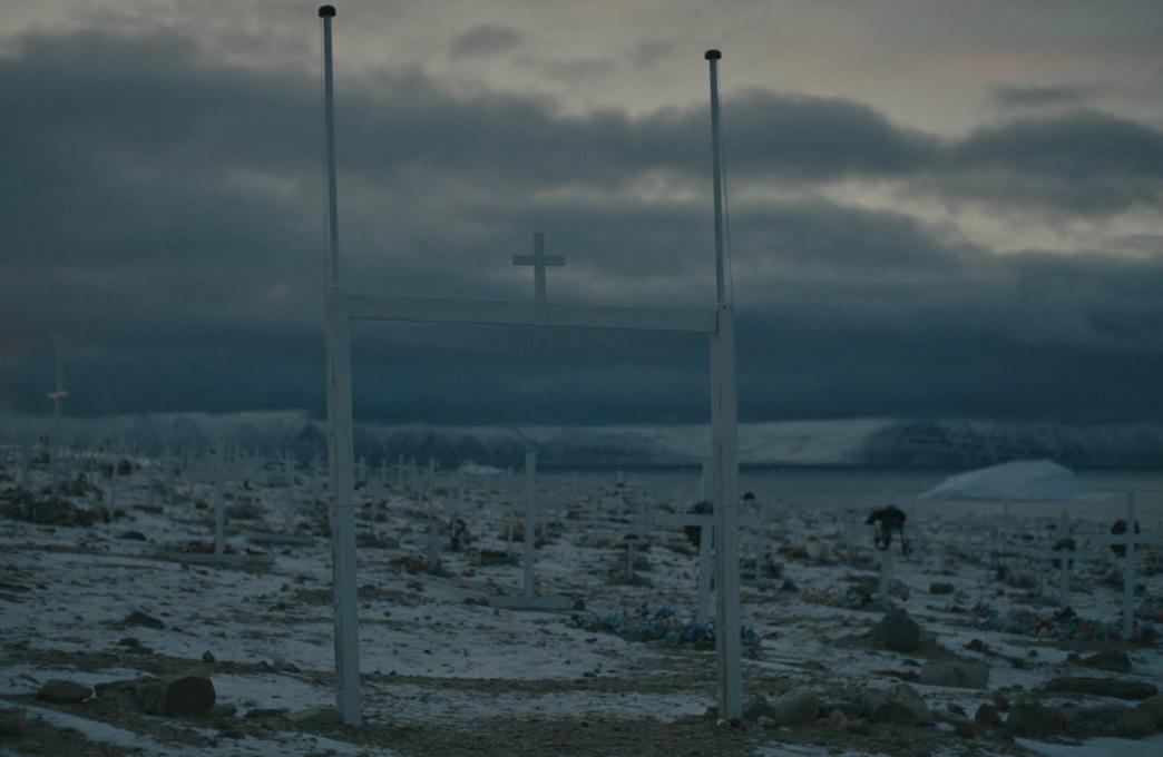 Med dokumentarfilmen Almost Human stiller danske Jeppe Rønde spørgsmål ved, hvilken rolle videnskab og teknologi spiller i menneskets forsøget på at forstå sig selv og den verden, det lever i. Filmen er finansieret af Carlsbergfondet og kommer vidt omkring både forskningsmæssigt og geografisk. Billedet her er fra optagelser i Grønland.